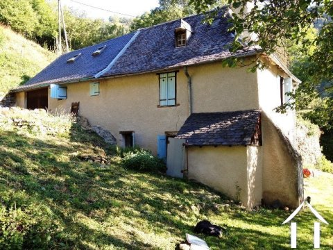 Detached stone house renovated in a mountain hamlet with 900m2 of land Ref # MPDJ008