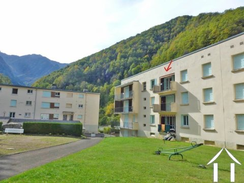 Lovely apartment with beautiful mountain views facing south in a mountain village Ref # MPDJ011
