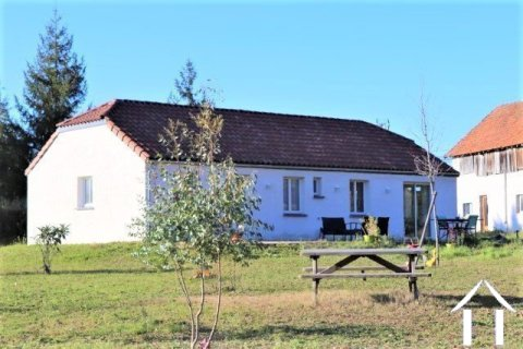Single storey house on 2519 m² of land with a detached barn 160m2 on two levels. Ref # MPLS1026