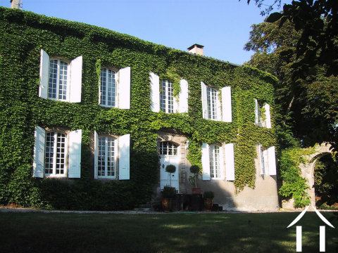 Impressive 18th Century property (450m2), with 7 bedrooms, 6 bathrooms, a swimming pool, large garden (6545m2) and stunning views, all on the edge of a popular village Ref # MPOP0046