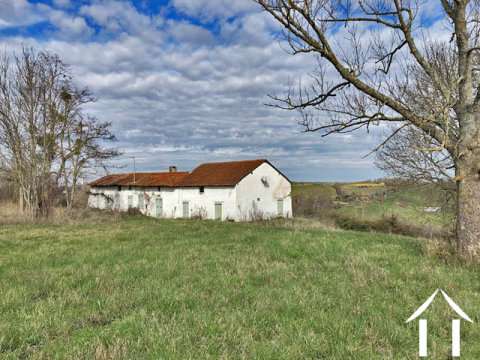Old farmhouse to renovate approx.140m2 on a plot of 6 700m2 with all amenities about 5min. Ref # MPP8068