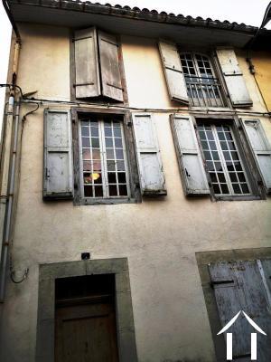 Immeuble à restaurer dans quartier en réhabilitation Ref # MPPOA1856